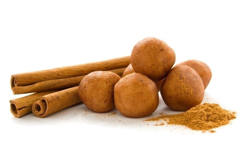Healthy recipes: apple-cinnamon energy balls