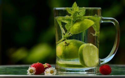 Flüssigkeitsmangel vorbeugen bei Sommerhitze