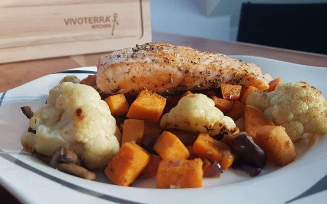 Healthy recipes: sweet potato with vegetables and salmon